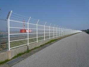空港フェンス全景