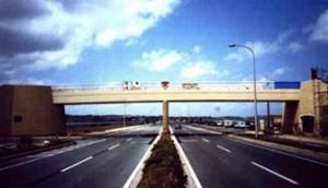 完成したFRP橋梁