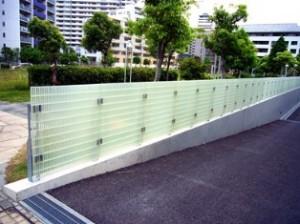 学校のフェンス材として使用 GS2525逆目クリアタイプ(塗装)