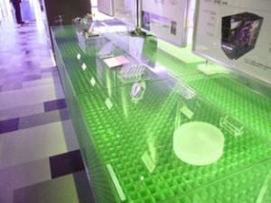 ショーウインドーケースの光透過性装飾材として GS4040クリアタイプ