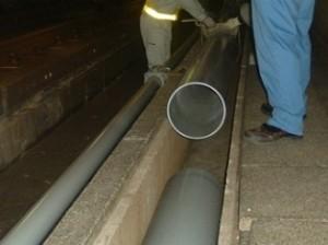 送水管の布設作業状況