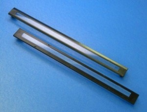 写真3. CISカバーガラス一体成形品